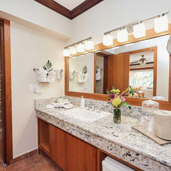 Sunbreeze-Hotel-Deluxe-Room-Bathroom
